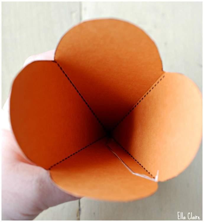 Lembrancinha de Páscoa - Caixa em forma de cenoura 05